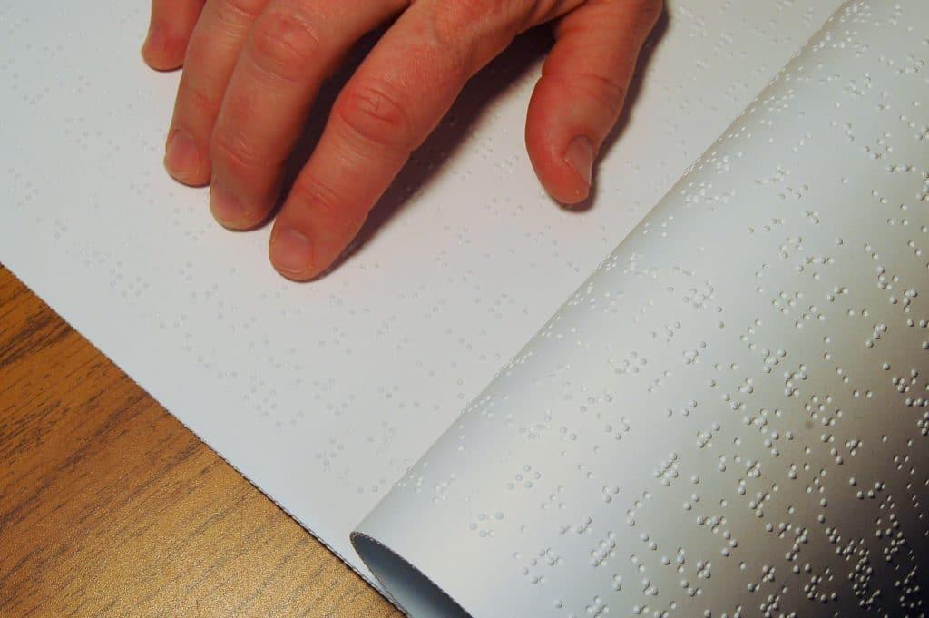 יד על ספר ברייל - מידע