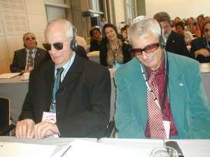 שני אנשים עיוורים בכנס
