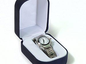 שעון יד לאשה דובר אנגלית עם רצועת מתכת