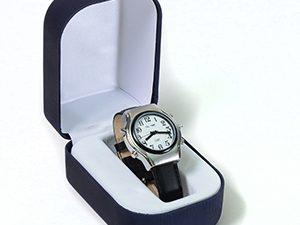 שעון יד דובר אנגלית לאשה עם רצועת עור