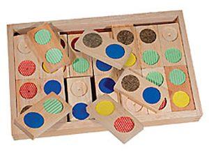 משחק דומינו טקסטורה עשוי מעץ עם סימון צבעוני