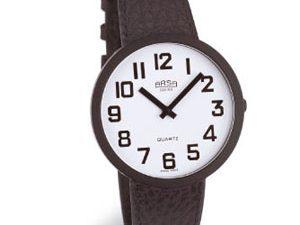 שעון יד לליקויי ראייה עם רקע לבן וספרות שחורות